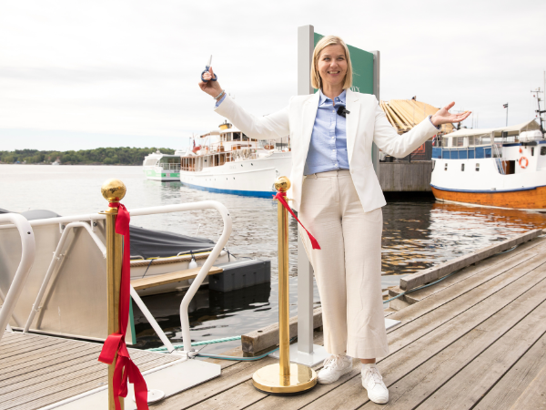 Statsråd Guri Melby åpner elbåthavnen på Aker Brygge